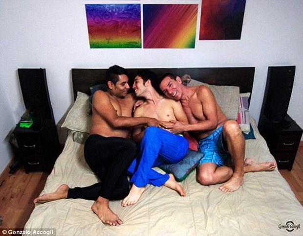 3 người đàn ông đồng tính cùng cưới nhau nhưng vẫn chung sống hạnh phúc dưới một mái nhà - Ảnh 4.