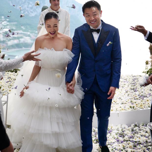 Váy cưới bồng bềnh như mây trắng của fashionista Hong Kong khiến bạn phải thốt lên: Liệu đây có phải mơ? - Ảnh 6.