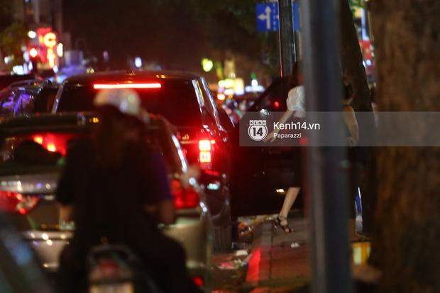 Hà Hồ - Kim Lý lại dính như sam, thân mật ngoài phố và cùng nhau về nhà lúc nửa đêm - Ảnh 4.