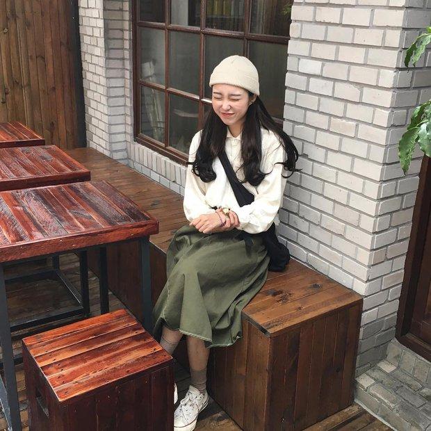 Không theo style đại trà của hot girl Hàn, cô nàng này sẽ khiến bạn xuýt xoa vì cách ăn mặc hay ho không chịu nổi - Ảnh 4.