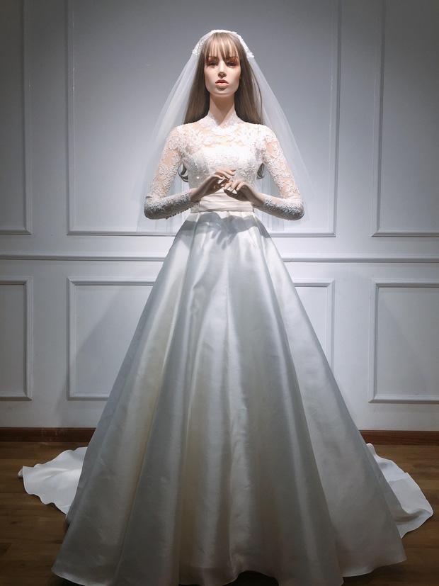 Bạn có nhận ra váy cưới của Hoa hậu Thu Thảo giống váy cưới của Công nương Grace Kelly đến bất ngờ? - Ảnh 4.