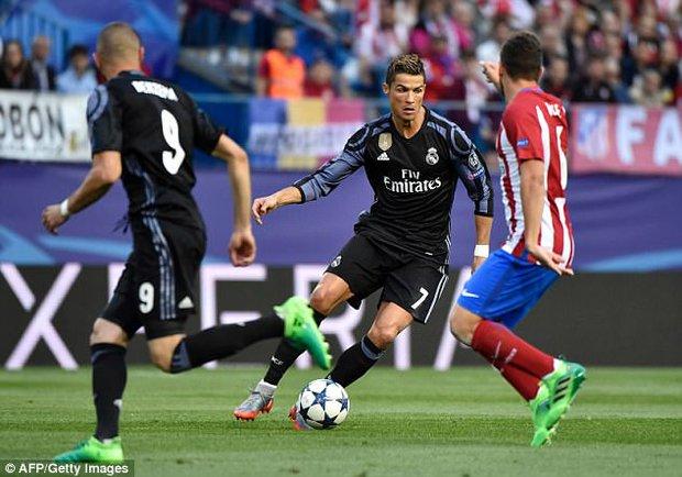 Choáng: Ronaldo đút túi gần 27 tỷ đồng chỉ trong nửa ngày làm việc - Ảnh 2.