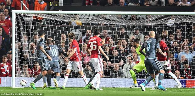 Mourinho ăn mừng như muốn khóc vì tấm vé chung kết - Ảnh 3.