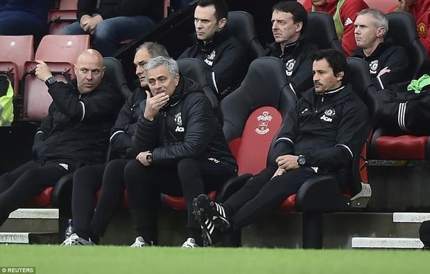 Romero cứu penalty, Man Utd đá như hờn dỗi cả thế giới - Ảnh 4.