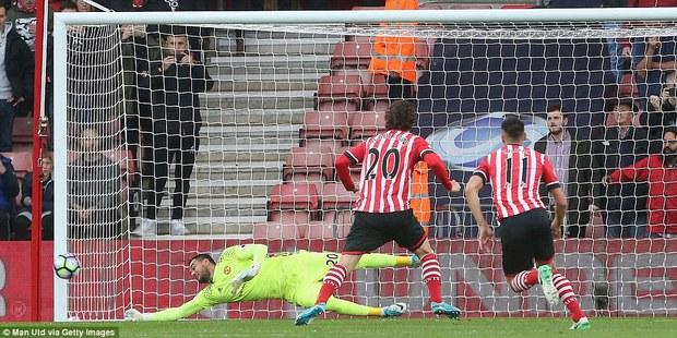 Romero cứu penalty, Man Utd đá như hờn dỗi cả thế giới - Ảnh 7.