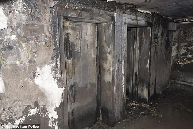 Video: Các vật dụng bên trong tòa tháp ở London đều bị thiêu rụi, biến dạng không thể nhận ra - Ảnh 3.