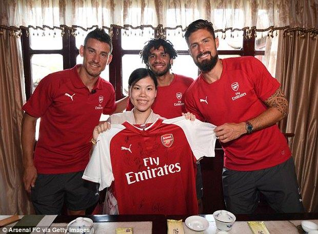 Sao Arsenal mặc áo lụa, tập múa võ cổ truyền Trung Quốc - Ảnh 7.