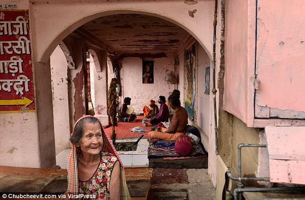 Nhiếp ảnh gia Thái Lan đưa mẹ đi du lịch vòng quanh thế giới bằng một cách rất cảm động - Ảnh 11.