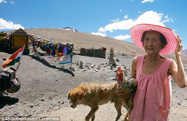 Nhiếp ảnh gia Thái Lan đưa mẹ đi du lịch vòng quanh thế giới bằng một cách rất cảm động - Ảnh 10.