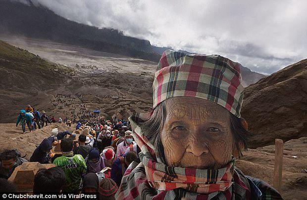 Nhiếp ảnh gia Thái Lan đưa mẹ đi du lịch vòng quanh thế giới bằng một cách rất cảm động - Ảnh 5.