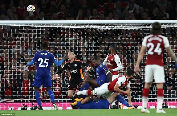 Ngày trở lại, Premier League khai tiệc với 7 bàn thắng - Ảnh 10.