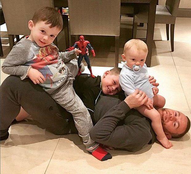 Vợ Rooney tố chồng lười việc nhà: Tôi chỉ ước Rooney đi đổ rác - Ảnh 2.