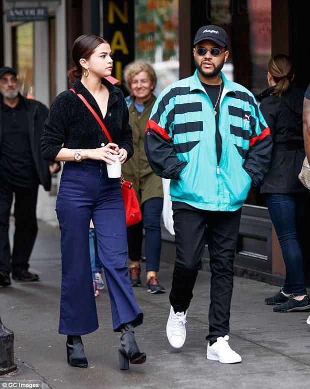 Selena Gomez diện áo mỏng tang hớ hênh vòng 1 mà vẫn không gây phản cảm vì quá đẹp - Ảnh 7.