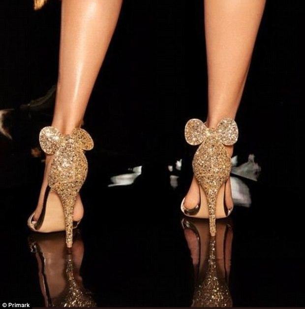Giày cao gót tai chuột lấp lánh đi vào sang cả chân nhưng chỉ có giá chưa đến 500 nghìn đồng - Ảnh 1.