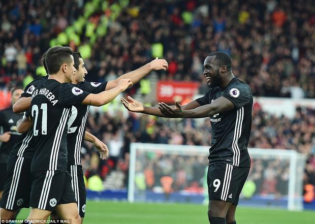 Man Utd đứt mạch toàn thắng, vẫn giữ ngôi đầu Premier League - Ảnh 3.