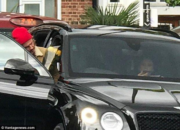 Chỉ là đi mua hoa thôi mà, bố con Beckham - Harper có cần đáng yêu lạc lối thế không! - Ảnh 7.