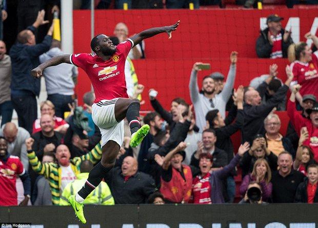 Lukaku, hãy nhìn cái cách người Man Utd đối xử với Rooney! - Ảnh 3.