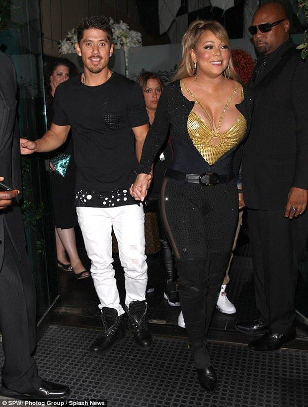 Bụng to đùi mỡ, Mariah Carey vẫn mặc bộ váy vừa hở vừa bó sát để đi hẹn hò trai trẻ - Ảnh 9.