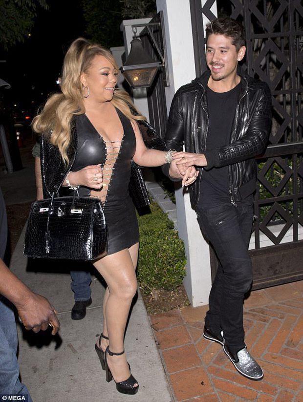Bụng to đùi mỡ, Mariah Carey vẫn mặc bộ váy vừa hở vừa bó sát để đi hẹn hò trai trẻ - Ảnh 6.
