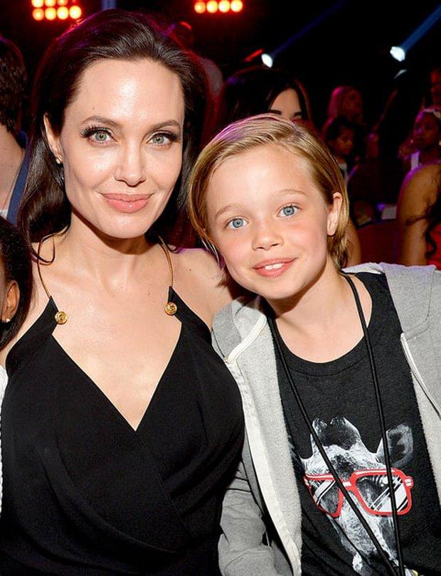 Con gái Shiloh của Angelina Jolie đã muốn điều trị hormone để chuyển giới? - Ảnh 2.