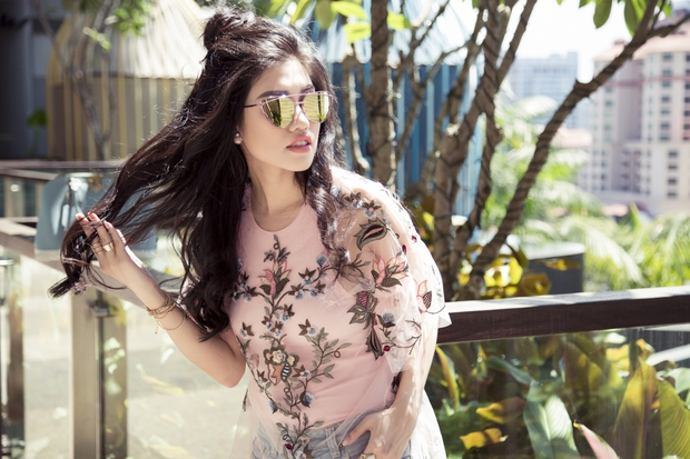 Emily Hồng Nhung cá tính bất ngờ với bra top và jeans rách - Ảnh 9.