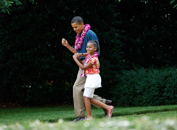 Những khoảnh khắc đáng nhớ bên vợ con của Tổng thống Obama trong 8 năm đương nhiệm - Ảnh 9.