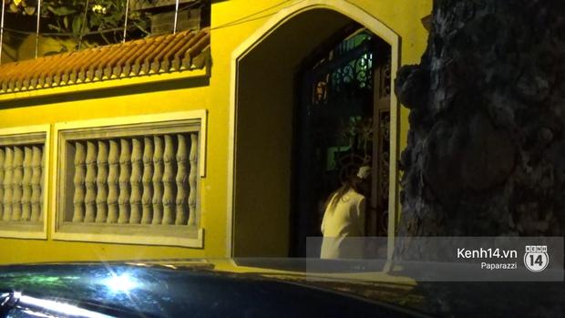Hương Giang Idol bịt khẩu trang kín mít, xuất hiện chớp nhoáng ở chùa Quán Sứ giữa đêm muộn - Ảnh 6.