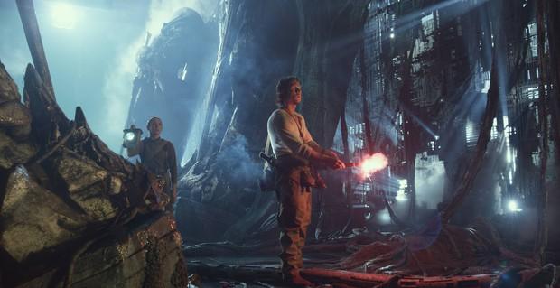 Transformers: The Last Knight - Khi ông hoàng cháy nổ Michael Bay vắt óc khán giả - Ảnh 5.