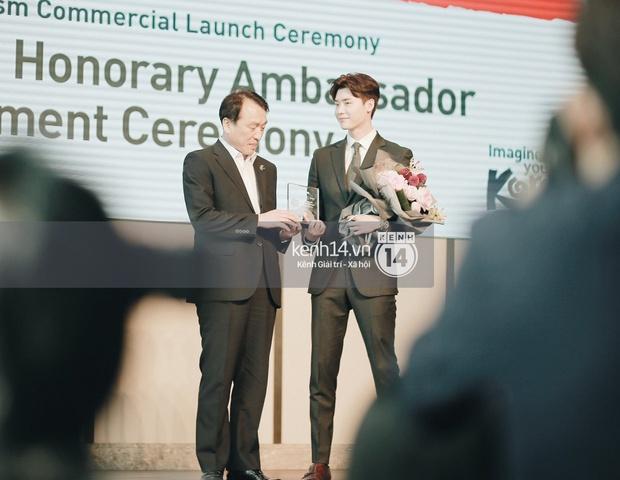 Độc quyền từ Hàn Quốc: Lee Jong Suk điển trai như hoàng tử trong lễ nhậm chức đại sứ du lịch - Ảnh 6.