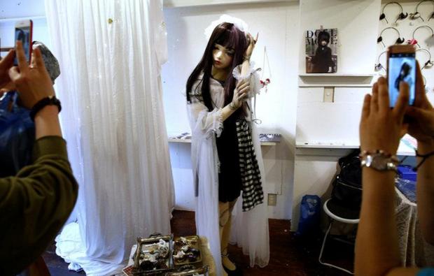 Chân dung búp bê sống tại Nhật Bản: Khi ranh giới giữa người và búp bê gần như bị xóa nhòa - Ảnh 2.