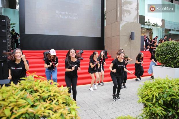Đội ngũ nhân viên H&M Việt Nam chào sân với tiết mục nhảy tập thể có một không hai trong ngày khai trương - Ảnh 10.
