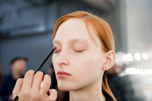 10 xu hướng makeup mùa thu tuyệt đẹp từ sàn runway con gái châu Á có thể áp dụng ngon ơ - Ảnh 12.