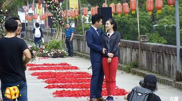 Nữ hoàng nhảy cầu Trung Quốc bật khóc khi bạn trai kém tuổi cầu hôn - Ảnh 11.