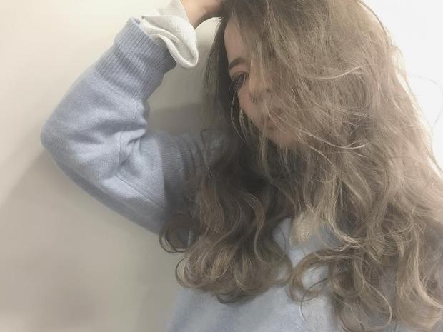Màu tóc bà ngoại xám bạc xưa rồi, 2017 là phải nhuộm tóc màu nâu sương mù kia! - Ảnh 6.