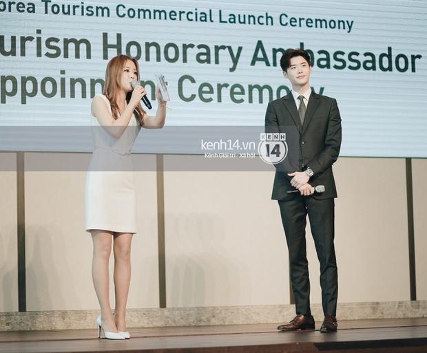 Lee Jong Suk điển trai như hoàng tử trong lễ nhậm chức đại sứ du lịch