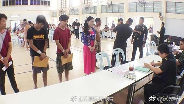 Hoa hậu Chuyển giới Thái Lan thu hút sự chú ý khi đi khám nghĩa vụ quân sự - Ảnh 7.