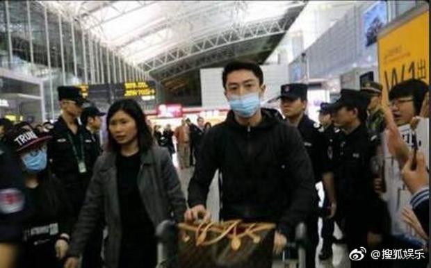 Quan hệ bất hoà với Lâm Tâm Như, quản lý của Hoắc Kiến Hoa quyết định dứt áo ra đi? - Ảnh 2.