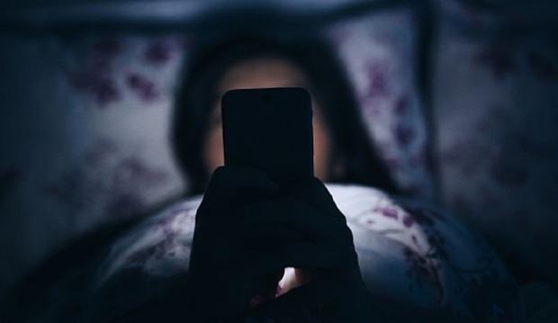 Ôm điện thoại cả ngày thì hãy tuân thủ 5 nguyên tắc sau để giảm gây hại mắt tối đa - Ảnh 5.