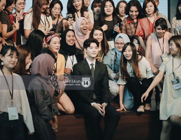 Độc quyền từ Hàn Quốc: Lee Jong Suk điển trai như hoàng tử trong lễ nhậm chức đại sứ du lịch - Ảnh 7.