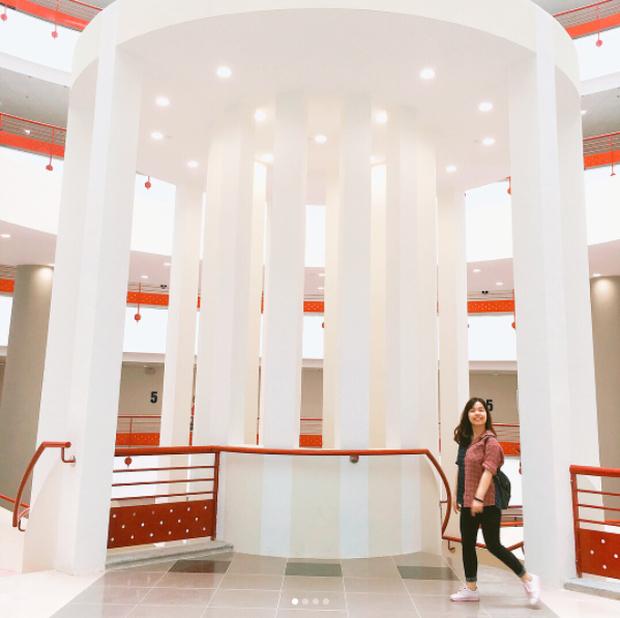 Xem ảnh SV check-in ở Đại học Kinh tế Quốc dân mà cứ tưởng như đang ở nước ngoài! - Ảnh 10.