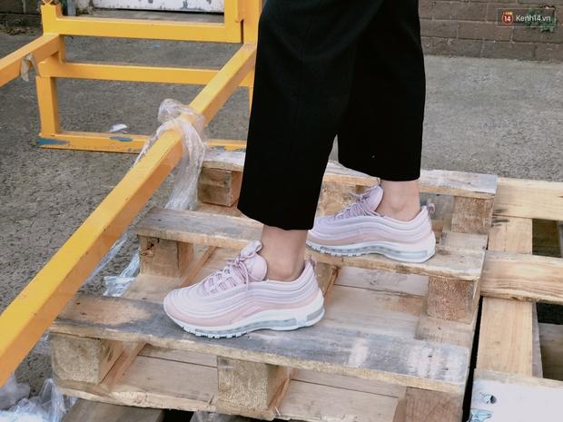 Review đôi sneaker được ví như viên kẹo ngọt đang đốn tim các cô nàng: Nike Air Max 97 Premium Pink Snakeskin - Ảnh 10.