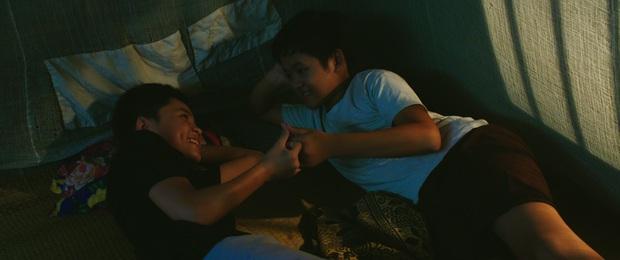 Phim đồng tính lùm xùm ăn cắp kịch bản tung trailer lãng mạn nhưng poster quê mùa - Ảnh 2.