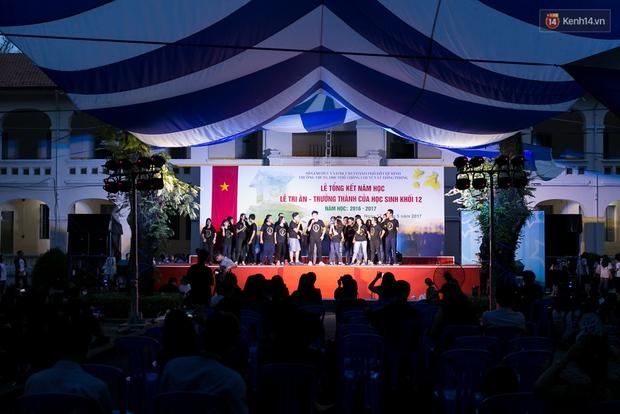 Đêm ra trường ngập tràn ánh nến, thắp vạn điều ước tuổi 18 của học sinh trường chuyên Lê Hồng Phong - Ảnh 18.