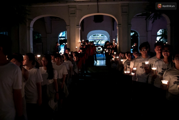 Đêm ra trường ngập tràn ánh nến, thắp vạn điều ước tuổi 18 của học sinh trường chuyên Lê Hồng Phong - Ảnh 4.