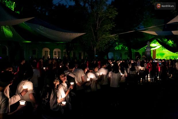 Đêm ra trường ngập tràn ánh nến, thắp vạn điều ước tuổi 18 của học sinh trường chuyên Lê Hồng Phong - Ảnh 5.