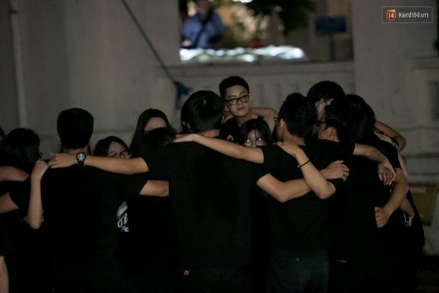 Đêm ra trường ngập tràn ánh nến, thắp vạn điều ước tuổi 18 của học sinh trường chuyên Lê Hồng Phong - Ảnh 12.
