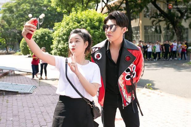 Hoài Lâm cùng bạn gái bất ngờ xuất hiện tại buổi ghi hình Chung kết 1 The Voice - Ảnh 18.