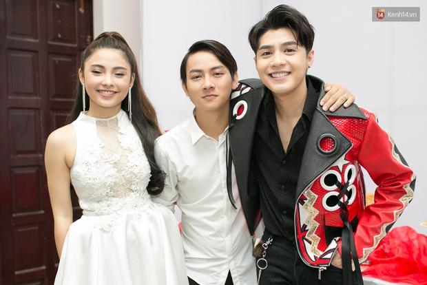 Hoài Lâm cùng bạn gái bất ngờ xuất hiện tại buổi ghi hình Chung kết 1 The Voice - Ảnh 9.