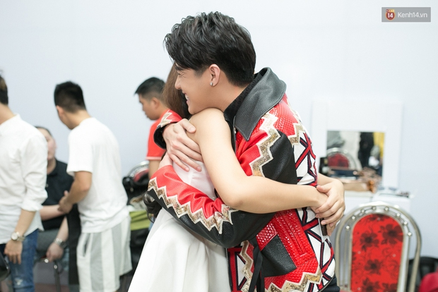 Hoài Lâm cùng bạn gái bất ngờ xuất hiện tại buổi ghi hình Chung kết 1 The Voice - Ảnh 19.