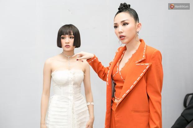 Hoài Lâm cùng bạn gái bất ngờ xuất hiện tại buổi ghi hình Chung kết 1 The Voice - Ảnh 22.